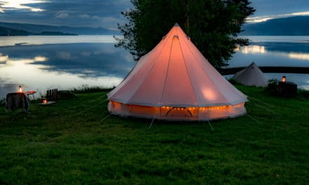 Glamorøs + Camping = GLAMPING